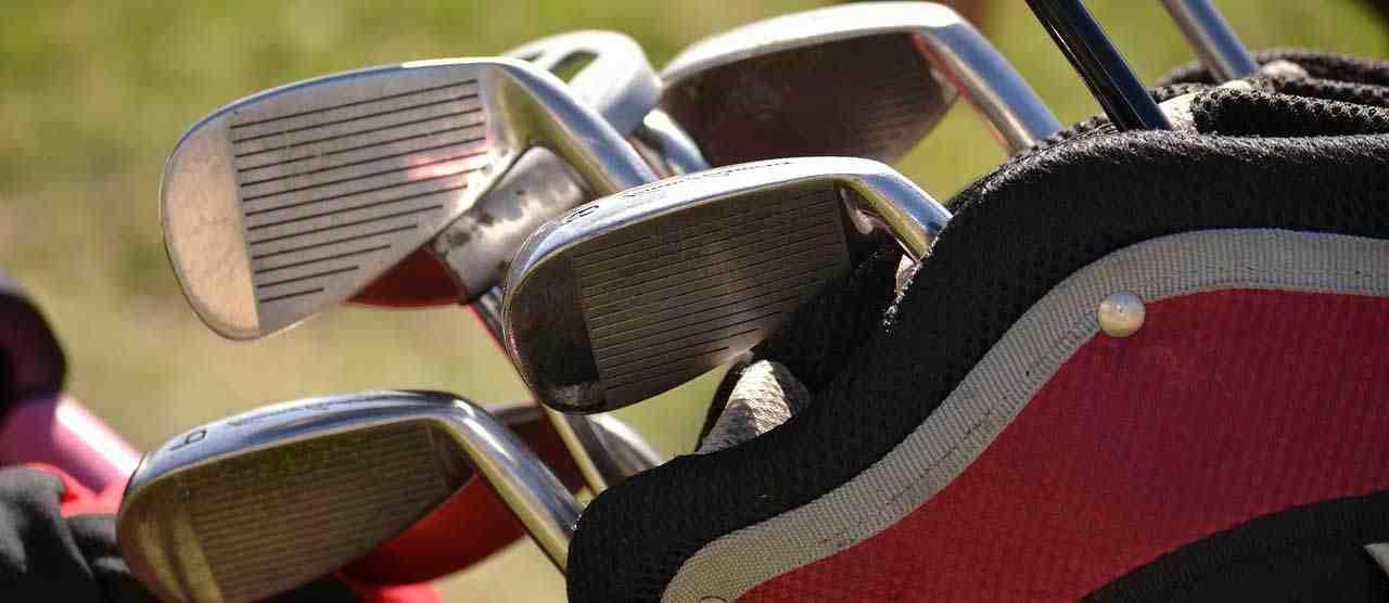 Comment éviter les tops et les rayures au golf?