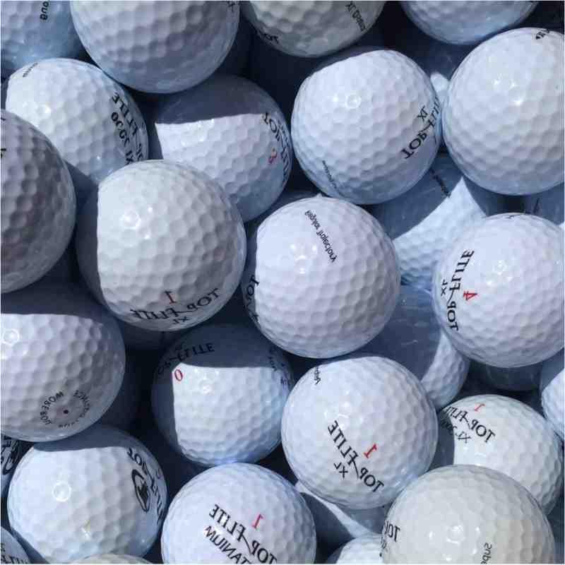 Pourquoi on top la balle au golf ?