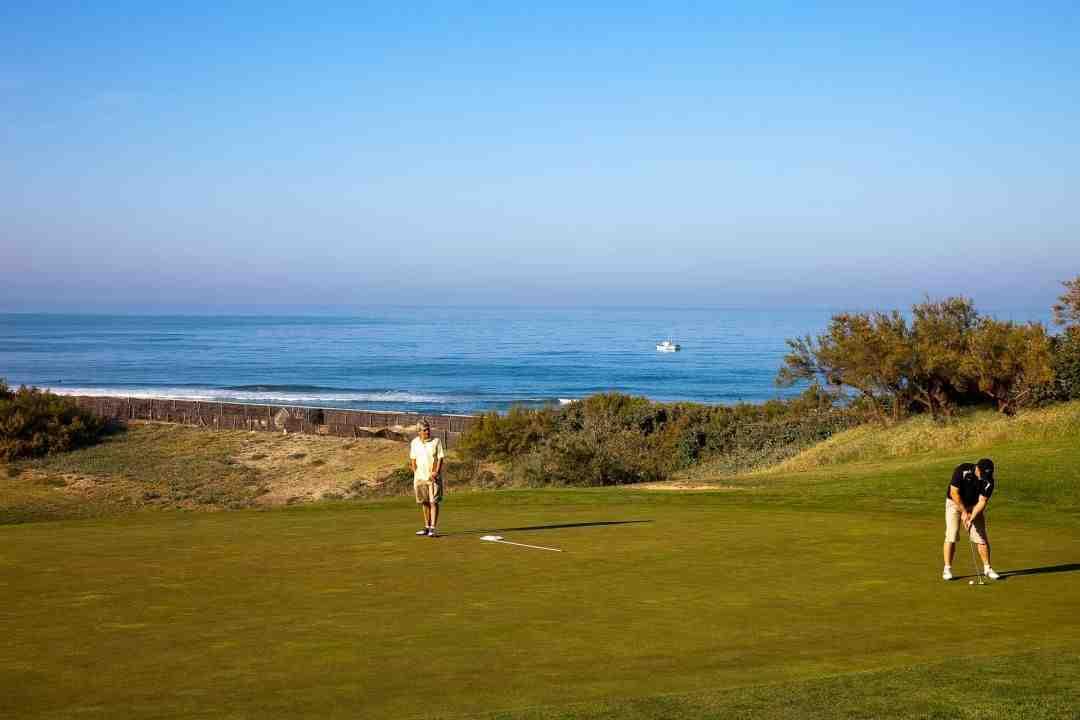 Quand utiliser le tee au golf?
