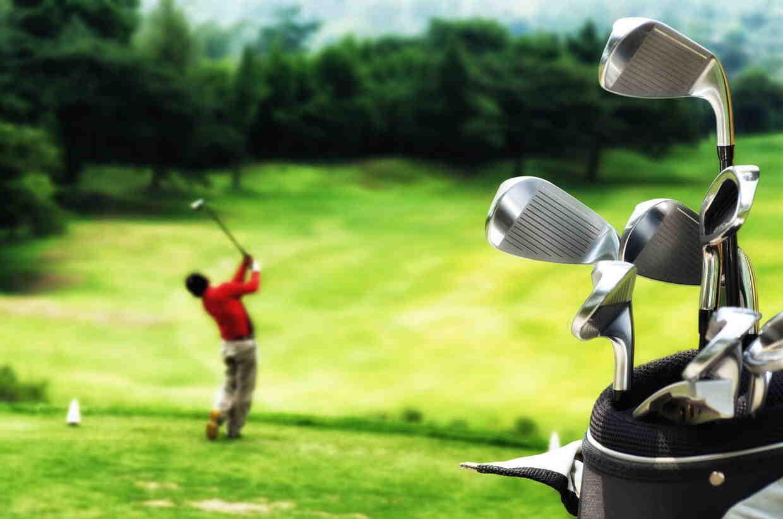 Comment mettre mes clubs de golf dans le sac?